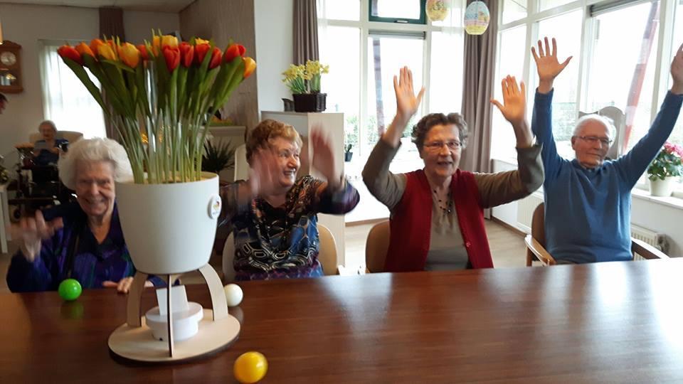 Geliefde spel voor ouderen met dementie voor beweging en vermaak - Zorg met  @XO44